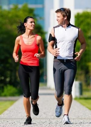 A pesquisa revelou que os participantes que treinaram com parceiros foram os que perderam a maior parte do peso durante todo o programa - Thinkstock