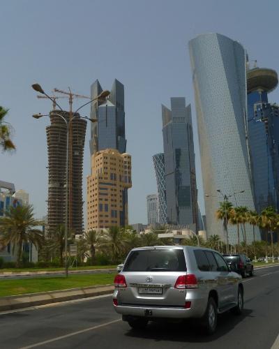 Doha, capital do Qatar foi praticamente construída nos últimos 30 anos, impulsionada pela riqueza proveniente das grandes reservas de petróleo e gás. O skyline é repleto de altos e modernos prédios