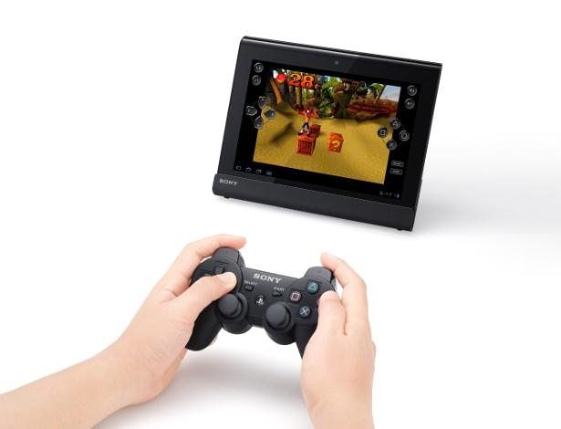 Fãs do Playstation têm no Sony Tablet acesso direto à loja da rede, além de jogos pré-instalados (Crash Bandicoot e Pinball Heroes) e possibilidade de conexão do Dual Shock 3 ao tablet