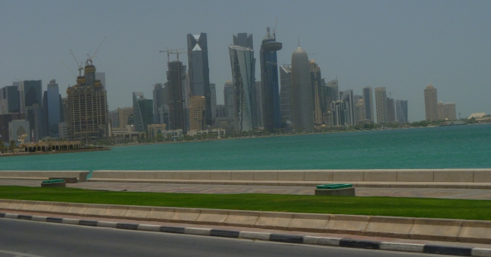 Grande maioria dos prédios em Doha são espelhados, o que contribui para o aquecimento local
