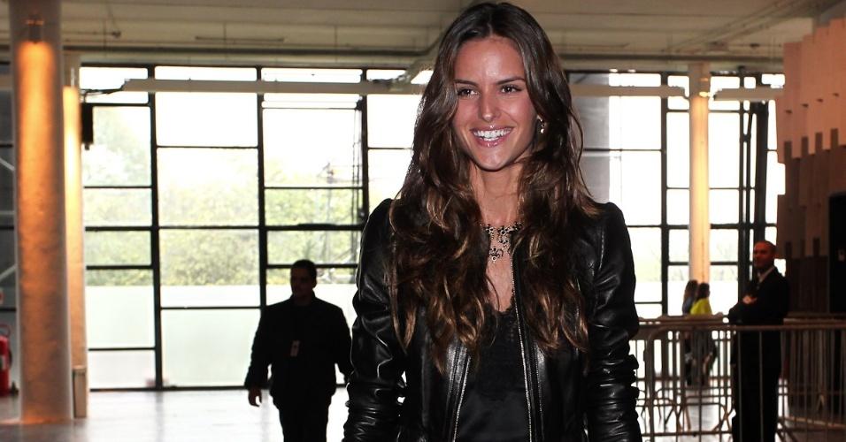 Modelo  Izabel Goulart marca presença no SPFW Verão 2013