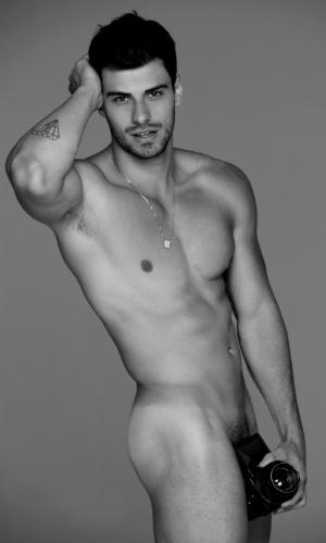 """O modelo e Mister Brasil 2011 Lucas Malvacini posou nu para o calendário """"Nus para o Bem"""" (11/6/12)"""