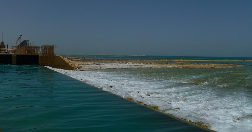 O sal que é produzido pela dessalinização da água não é aproveitado e é devolvido para um mar sem controle de aumento do ph ou de impacto na vida marinha