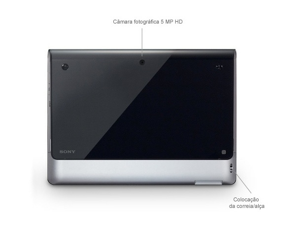 O tablet tem uma câmera traseira de 5 megapixels. O software da câmera apresentou uma intervalo de alguns segundos entre o apertar do disparador e o registro da foto