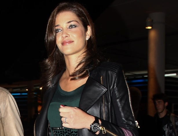 Top brasileira Ana Beatriz Barros chega para a edição Verão 2013 da SPFW (11/6/12)
