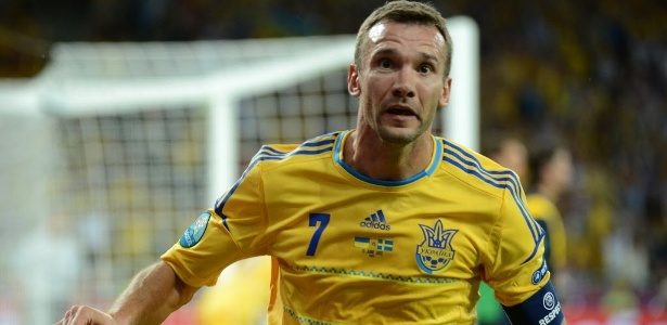 Shevchenko comemora após marcar seu segundo gol na Euro contra a Suécia