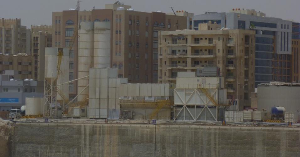 Uma das atitudes sustentáveis da obra é a fabricação de concreto no próprio local, sem a necessidade de transporte