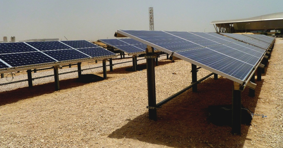 Uma parceira com a Chevron para pesquisa em painéis solares conta com o investimento da empresa de 20 milhões de dólares. O projeto visa identificar qual a placa solar que melhor se adapta às características da região como grande quantidade de poeira e calor que supera os 50ºC
