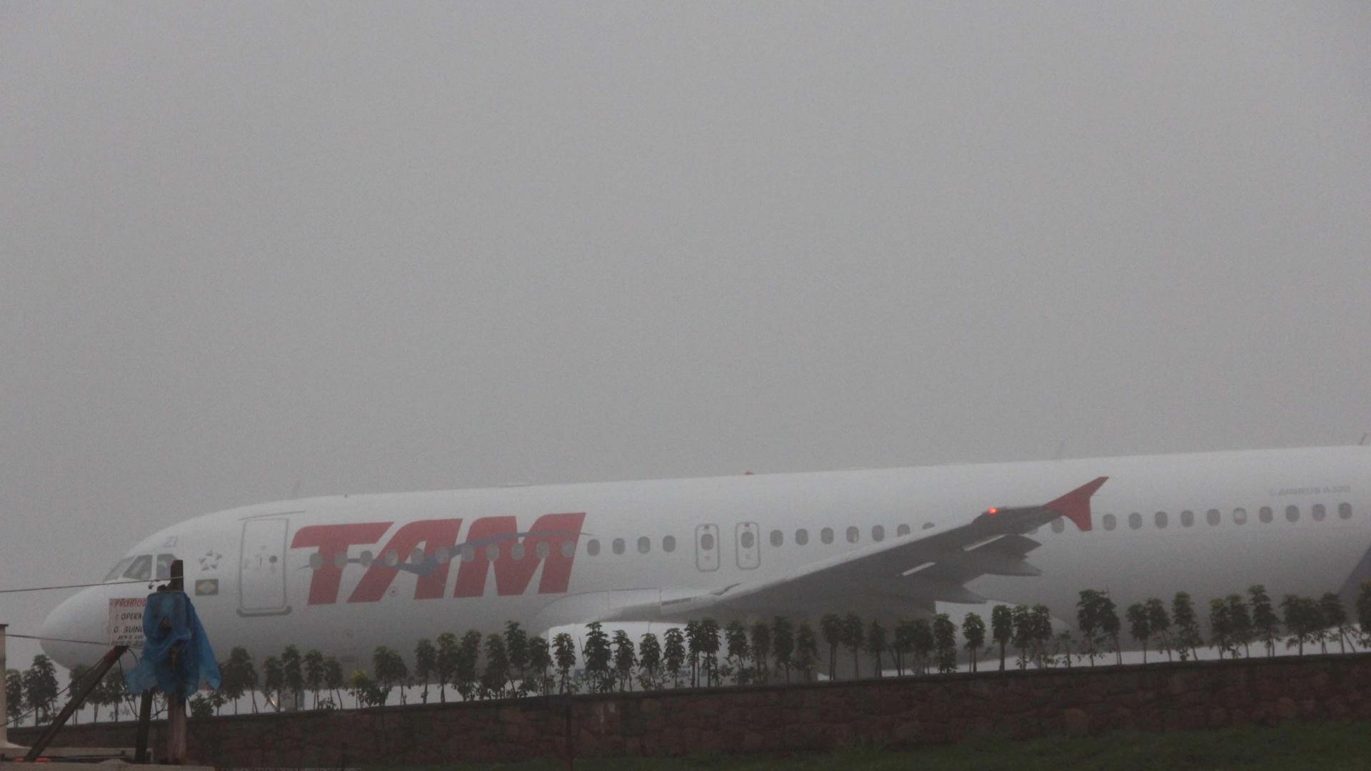 12.jun.2012 - Nevoeiro no aeroporto de Congonhas, zona sul de SP