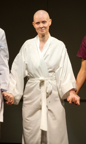 A atriz Cynthia Nixon raspou os cabelos para a peça Wit, em cartaz na Broadway (12/6/12)