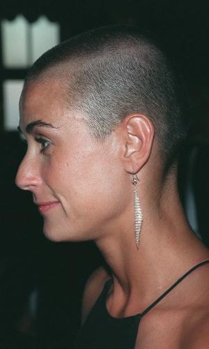"""A atriz Demi Moore deixou a vaidade de lado e topou ficar careca para o filme """"Até o Limite da Honra"""", de 1998 (12/6/12)"""