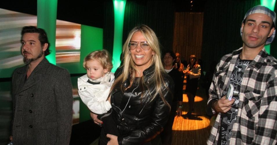 Adriane Galisteu chega ao Parque do Ibirapuera com família para segundo dia de desfiles na SPFW Verão 2013 (12/6/12)