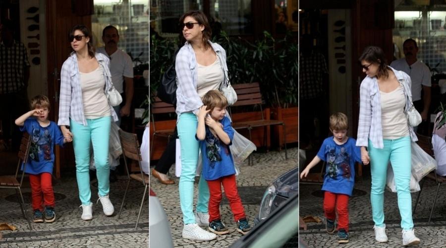 Maria Paula almoçou com o filho, Felipe, em um restaurante no bairro do Leblon, zona sul do Rio (12/6/12)
