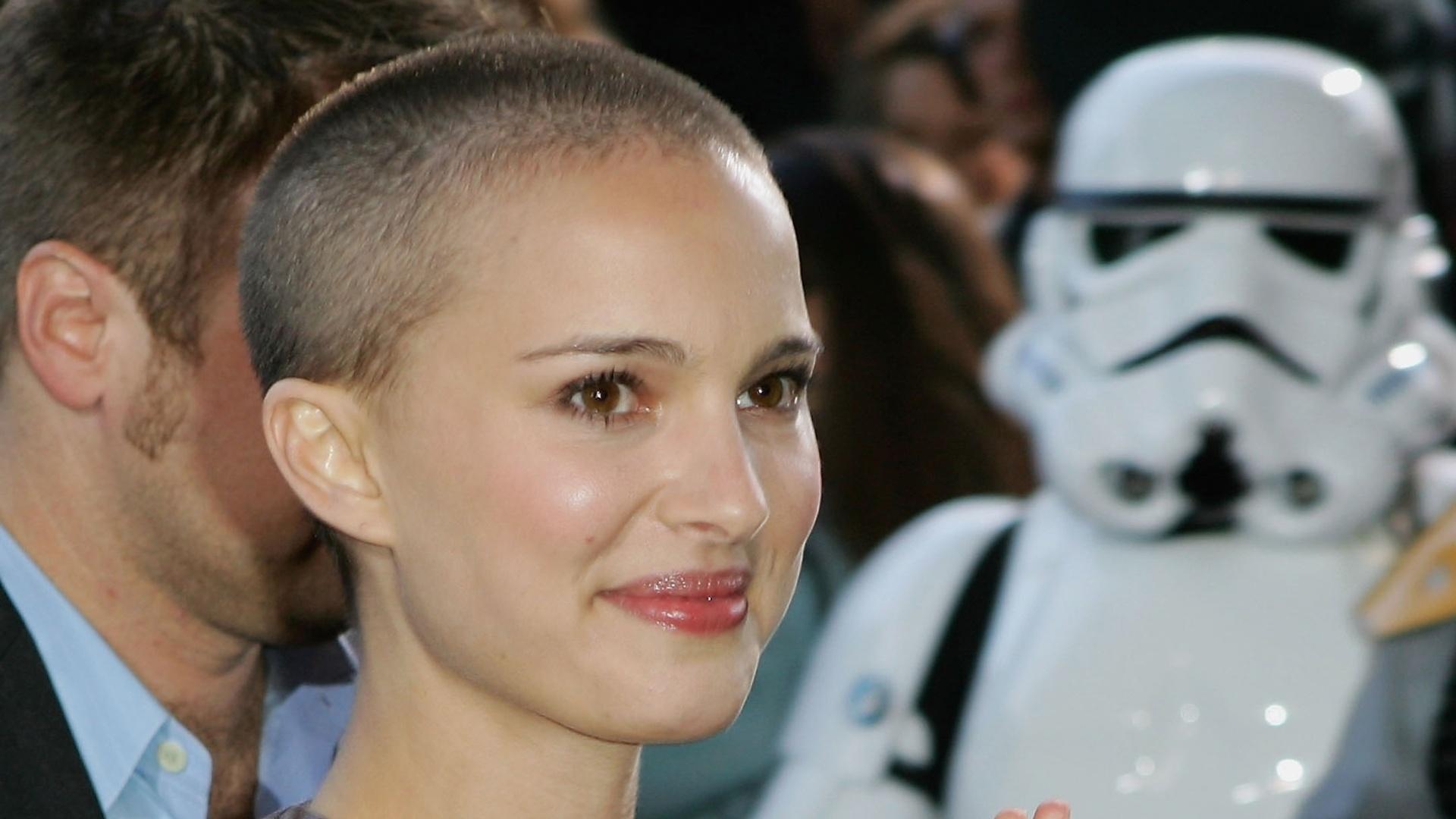 Natalie Portman raspou os cabelos para o filme