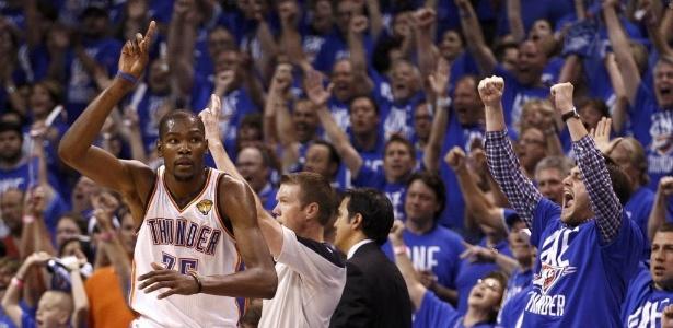 Durant comemora cesta de três pontos; ala é o destaque do Thunder