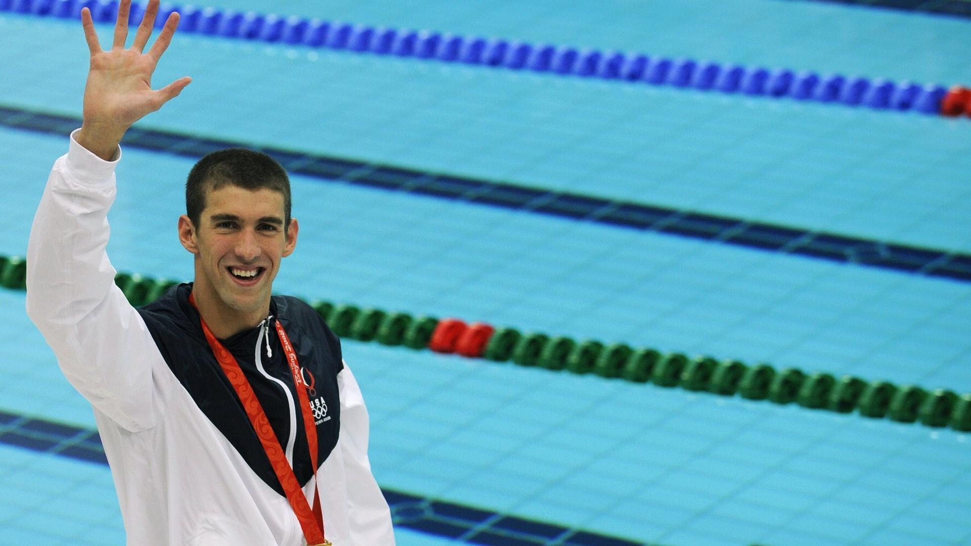 Michael Phelps comemora a conquista da medalha de ouro nos 100 m borboleta dos Jogos Olímpicos de Pequim-2008 (16/08/2008)