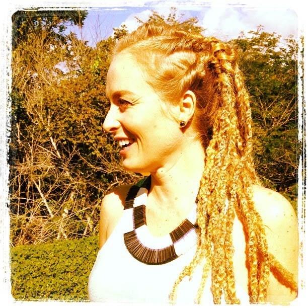 No Instagram, Angélica divulga foto usando dreadlocks (13/6/2012)