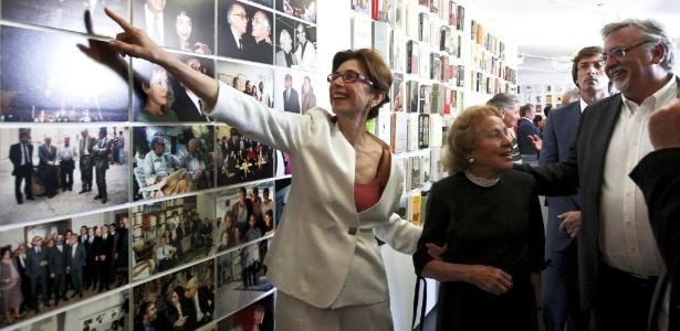 Pilar Del Río, viuva de José Saramago, e Maria Barroso, mulher do político Mario Soares participam da inauguração da Casa dos Bicos, em Portugal (13/6/12) - EFE/Joao Relvas