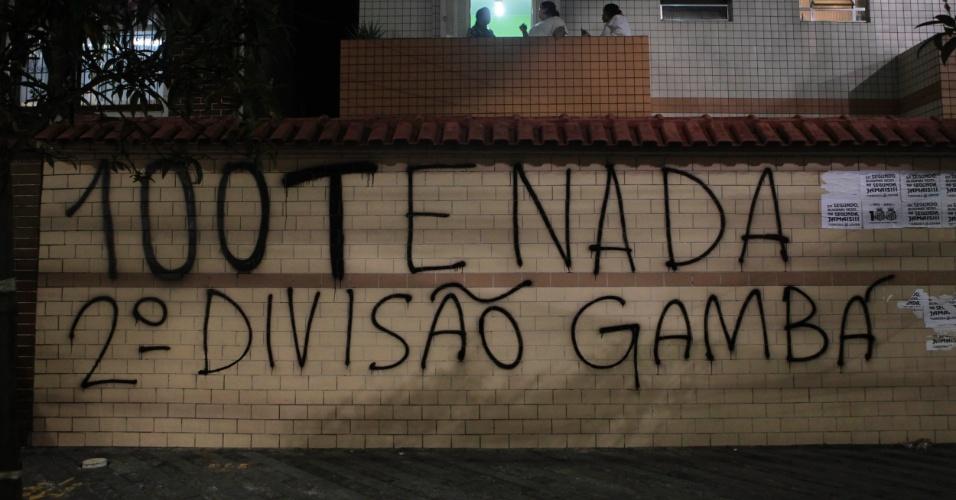 Rebaixamento do Corinthians foi lembrado nas pichações da torcida do Santos