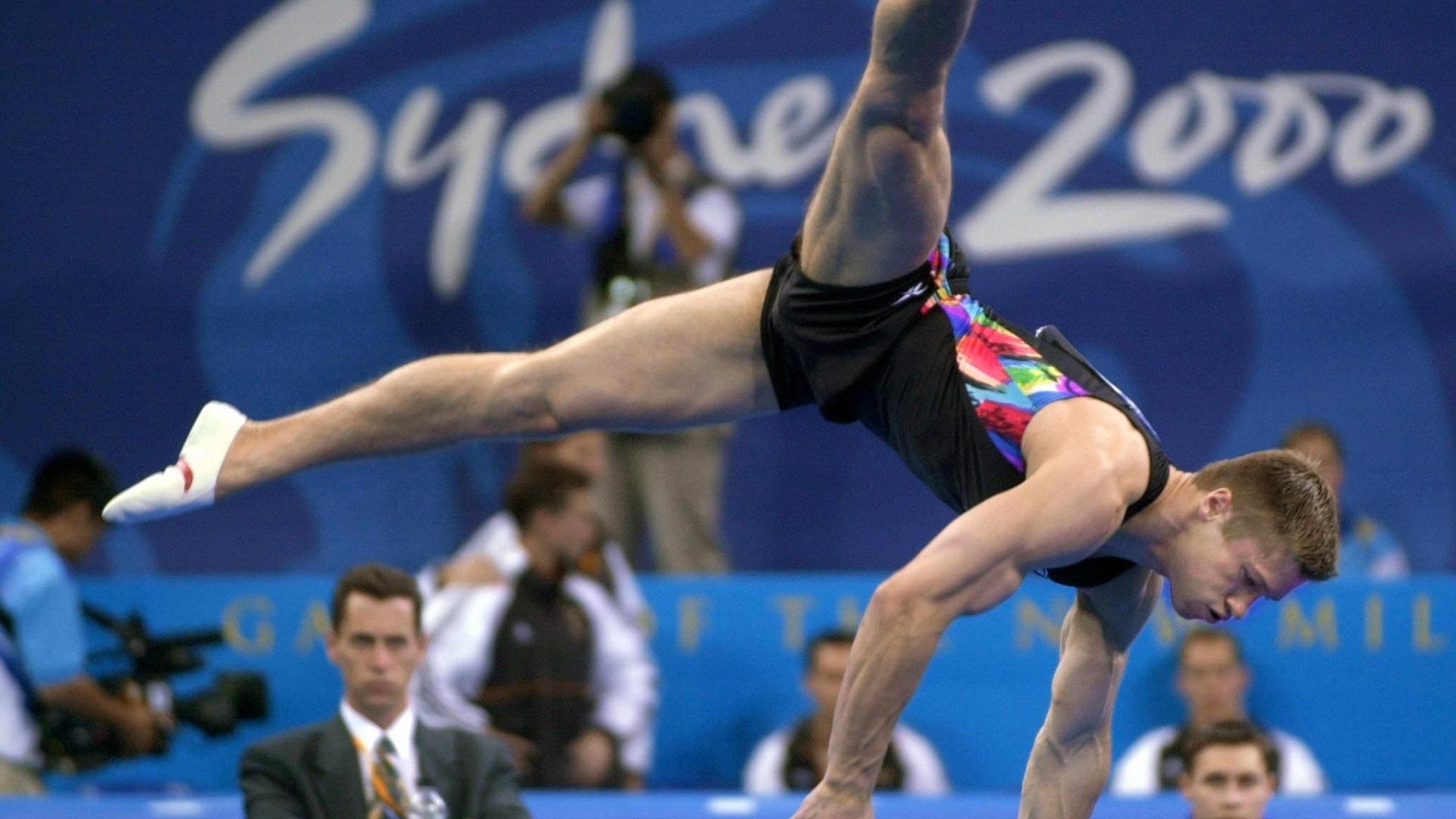 Russo Alexei Nemov faz sua apresentação de solo durante os Jogos Olímpicos de Sydney-2000