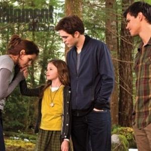 Saíram as primeiras fotos de Renesmee, filha de Bella e Edward. Ela é vivida por Mackenzie Foy. E também há várias outras do filme. Todas são da mais recente edição da revista Entertainment Weekly