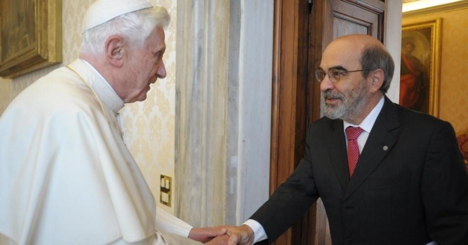 14.jun.2012 - Bento 16 recebe diretor-geral da FAO (órgão da ONU para a agricultura e alimentação), José Graziano da Silva