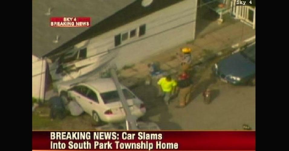 14.jun.2012 - Isso é que é recall: mulher bate com o carro na mesma casa pela segunda vez