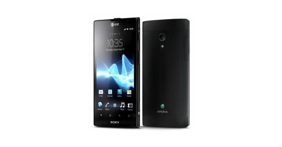 14.jun.2012 - O Sony Xperia Ion será vendido em junho nos Estados Unidos por US$ 99 (cerca de R$ 200), atrelado a um contrato de dois anos com a operadora AT&T. Isso torna o smartphone mais barato no mercado americano que concorrentes de peso, como o iPhone 4S e o Galaxy S III. O Xperia Ion possui tela de 4,5??, processador dual core de 1,5 Ghz e câmera traseira de 12 megapixels, além de pesar 144g e usar Android Gingerbread (com atualização prevista para o Ice Cream Sandwich)