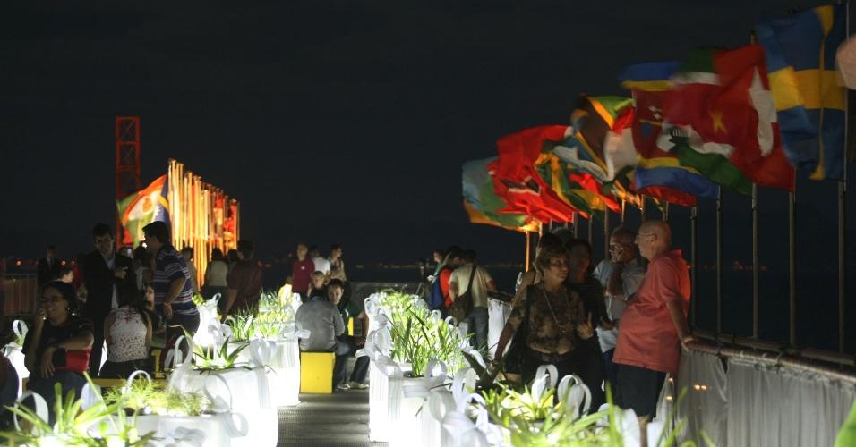 """14.jun.2012 - Participantes da Rio+20 comaprecem a evento do """"Projeto Humanidades 2012"""""""