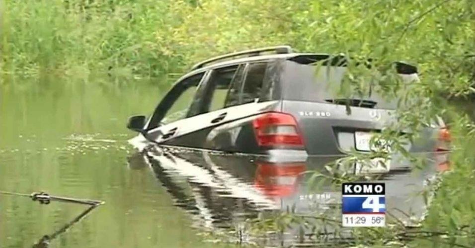14.jun.2012 - Três mexicanas ficaram perdidas dirigindo pela cidade americana de Bellevue (a quinta maior do Estado de Washington) ao seguir os apontamentos do GPS. E não satisfeitas, caíram com o carro em um pântano local (!)