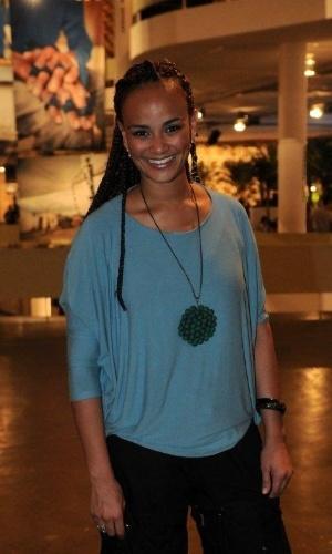 A cantora Luciana Mello confere o quarto dia de desfiles da São Paulo Fashion Week (14/6/12)