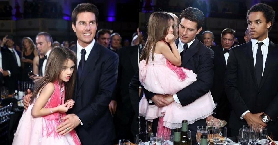 A filha de Tom Cruise e Kate Holmes, Suri (6), deu trabalho para o pai na noite do Entertainment Icon Awar, realizado na última terça-feira (12) em Nova York. Suri fez manha e Cruise teve que carregar a menina no colo equanto recebia uma das homenagens. O filho mais velho do astro, Connor, do seu casamento com Nicole Kidman também esteve presente