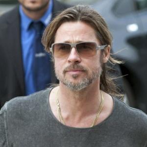 """Brad Pitt visita feira de arte alemã """"Documenta"""", em Berlim (14/6/12) - EFE/Uwe Zucchi"""
