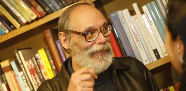 Carlos Reichenbach durante o lançamento de um livro em 2010