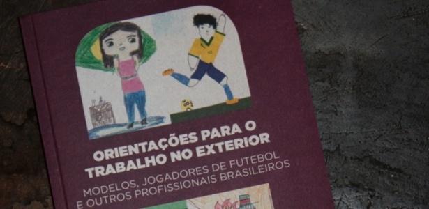 Cartilha lançada pelo Itamaraty para modelos e jogadores de futebol - Júlia Guglielmetti/UOL