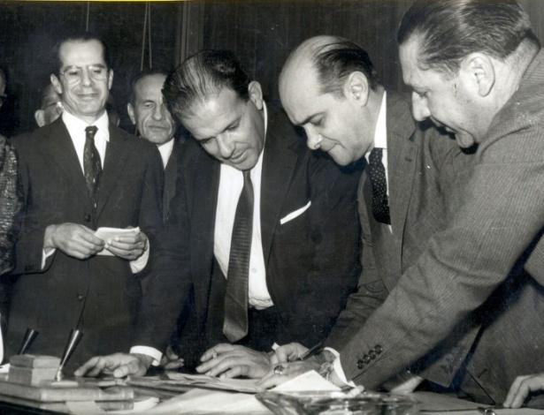 Em 15 de junho de 1962, o presidente da República João Goulart sancionou a Lei 4.070, que elevou o território federal Acre à categoria de Estado.