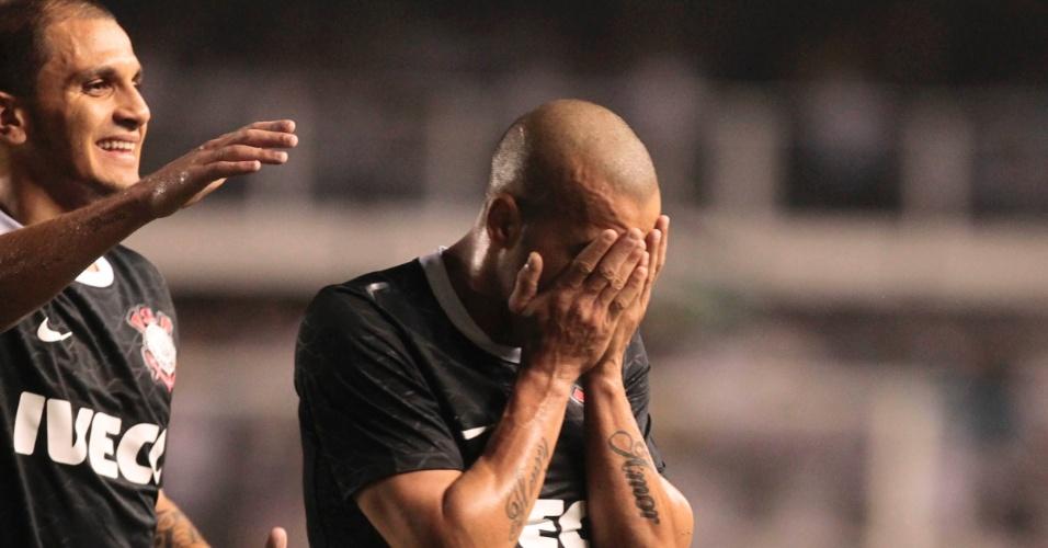 Emerson, do Corinthians, comemora após marcar o primeiro gol da semifinal da Libertadores