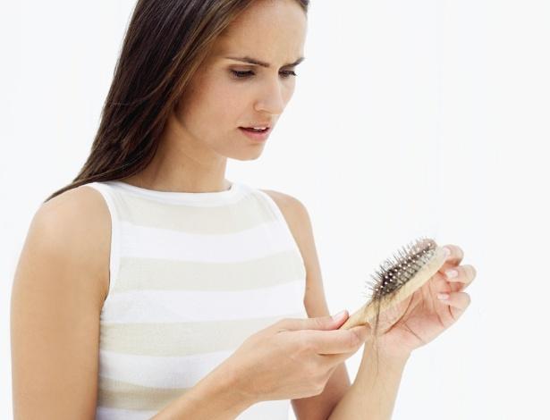 Alteração hormonal da mulher após o parto faz com que a queda de cabelo seja acentuada  - Thinkstock