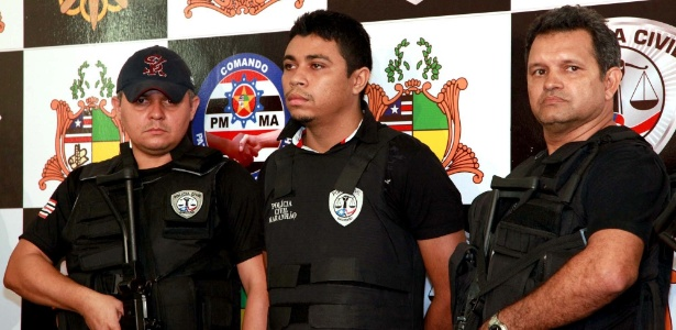 Jhonatan de Sousa Silva (ao centro) confessou ter matado o jornalista Décio Sá