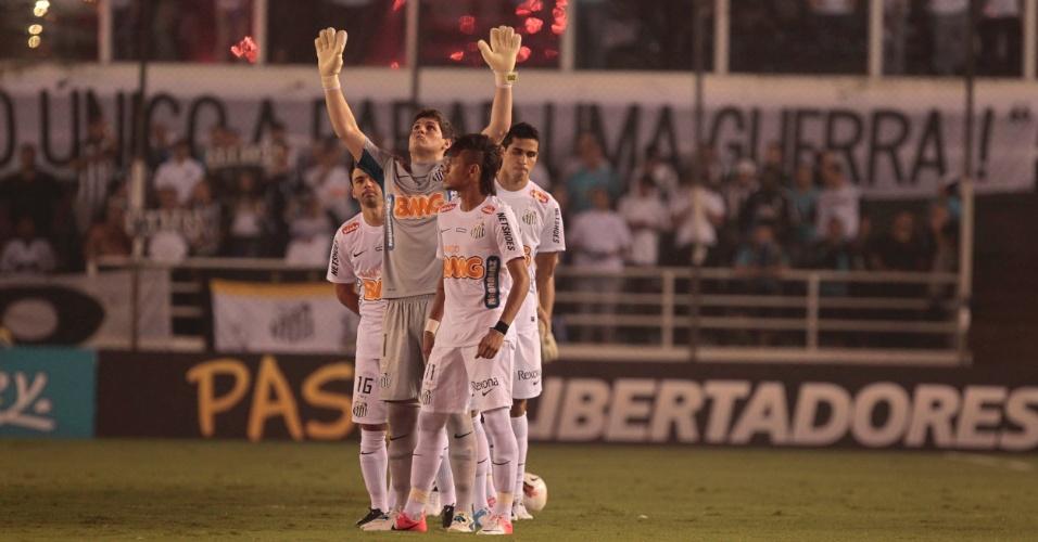 Jogadores do Santos entram em campo para o jogo contra o Corinthians