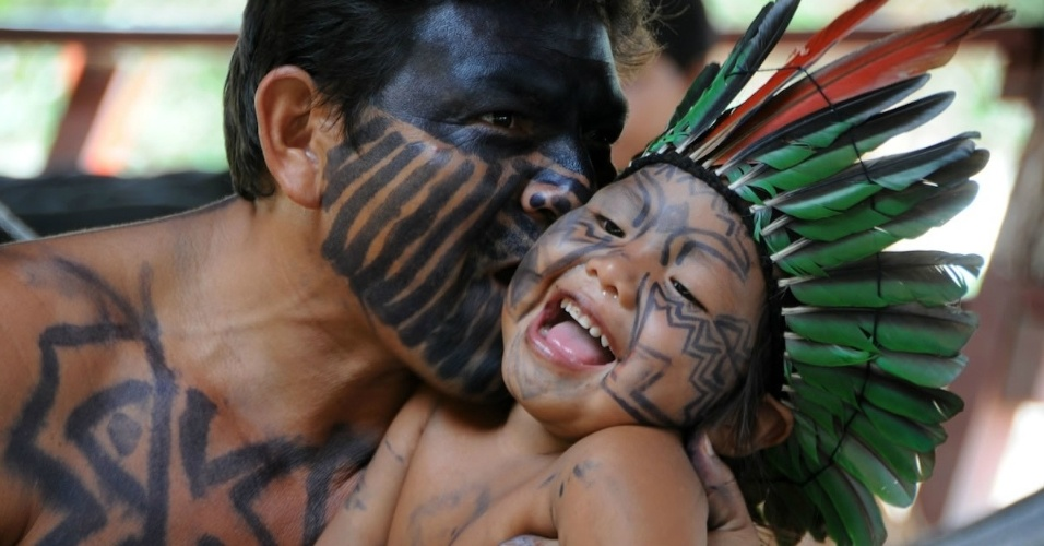 No Acre, existem 16 etnias indígenas: Ashaninka, Jaminawa Arara, Katukina, Poyanawa, Madija, Manchineri, Apolima Arara, Jaminawa, Kaxinawá, Nawa, Nukini, Yawanawá, Apolima, Kaxarari, Shanenawa e Arara