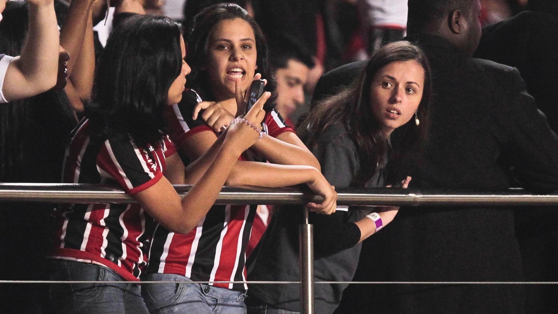 Torcedoras do São Paulo foram apoiar seu time no jogo contra o Coritiba