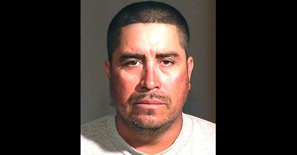 11.nov.2011 - Martin Canales Soto, 43 anos, foi preso, em Chandler, no Arizona (EUA), por ter lambido o joelho ferido de uma desconhecida. A mulher lambida havia caído no chão e se machucado