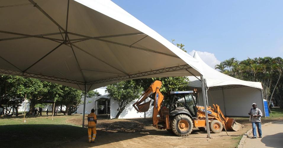15.jun.2012 - A Cúpula dos Povos, um dos maiores eventos paralelos da Rio+20, já começou, mas ainda está em obras
