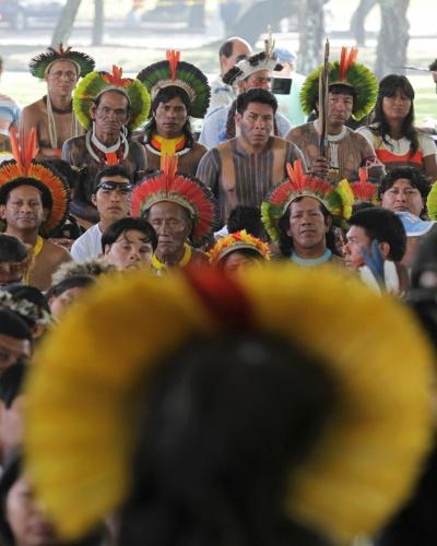 15.jun.2012 - Índios comparecem na abertura da Cúpula dos Povos, evento paralelo à Rio+20, Conferência da ONU sobre Desenvolvimento Sustentável