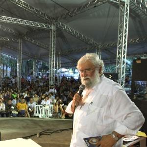 O teólogo da Libertação Leonardo Boff discursa na Cúpula dos Povos, um dos maiores eventos paralelos da Rio+20, em 2012