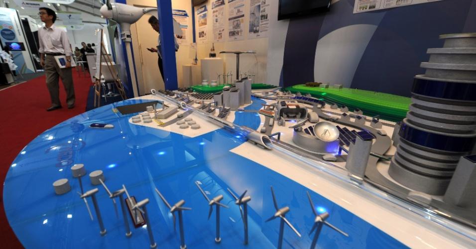 """15.jun.2012 - Organização de Novas Energias, Tecnologia e Desenvolvimento do Japão mostra maquete de uma cidade """"verde"""" no Parque dos Atletas, local de experiências bem-sucedidas em matéria de desenvolvimento sustentável"""