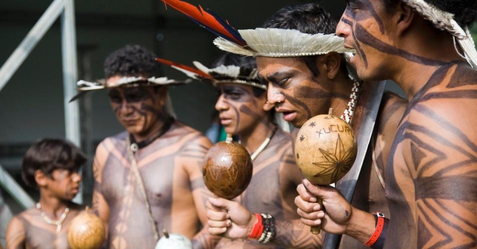 15.jun.2012 - Tribos indígenas chegam para Cúpula dos Povos, um dos maiores eventos paralelos da Rio+20, Conferência da ONU sobre Desenvolvimento Sustentável