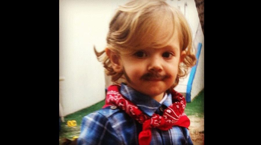 Adriane Galisteu divulgou uma foto do filho Vittorio vestido de caipira para festa junina (15/6/12)