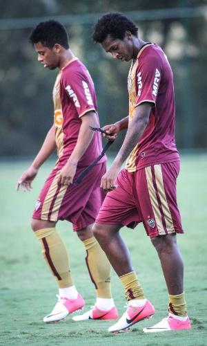 Atacantes André e Jô, que disputam posição, no Atlético-MG (15/6/2012)